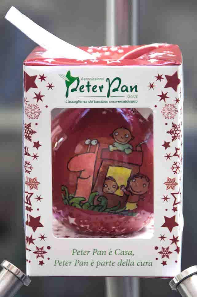 Scopri le palline di natale solidali di Peter Pan